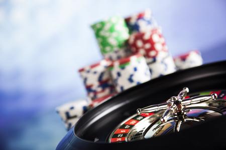 Casino roulette en het spelen van chips Stockfoto