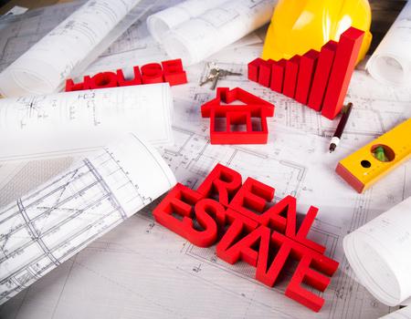 Immobilienbüro-Konzept Und Blaupausen Lizenzfreie Fotos, Bilder Und ...
