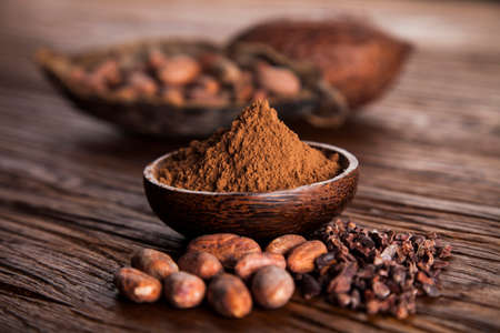 Cacao beans and powder and food dessert background Standard-Bild