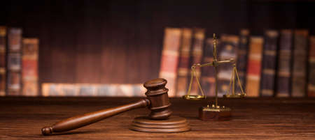 law theme, mallet of the judge, justice scale, books, wooden desk Foto de archivo