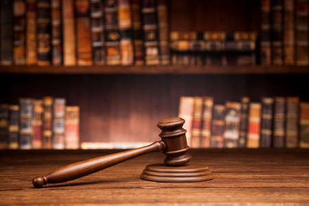 law theme, mallet of the judge, justice scale, books, wooden desk 스톡 콘텐츠