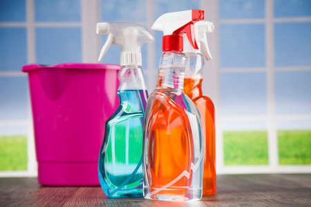 Produtos de limpeza sortidos Foto de archivo