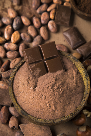 Cocoa pod and chocolate bar and food dessert background Reklamní fotografie - 119692671