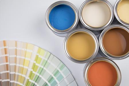Boîte de peinture colorée, concept de créativité Banque d'images