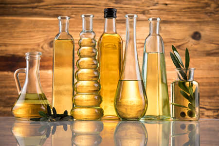 Bottles with organic cooking olive oil and olive branch Banque d'images