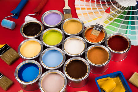 Paint brush, tin can and color guide samples Banque d'images
