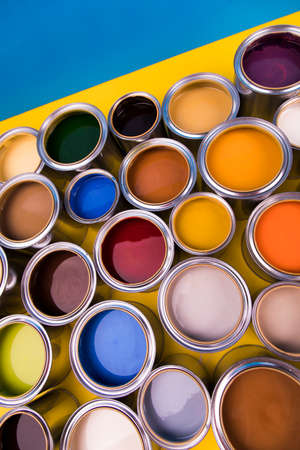 Group of tin metal cans with color paint Banque d'images