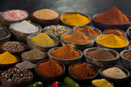 Aromatic spices on wooden background Banque d'images