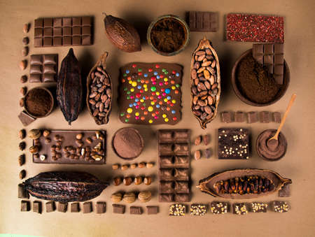 Chocolate Collection, Cocoa pod, candy sweet, dessert on natural paper background Banque d'images