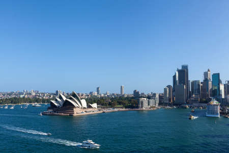 Sydney, Australia. The Sydney Opera House is a famous arts center. It was designed by Danish architect Jorn Utzon 免版税图像