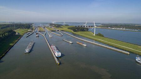 Volkeraksluizen Hollands Diep. Dronefotografie van de deltawerken in nederland in nederland Stockfoto