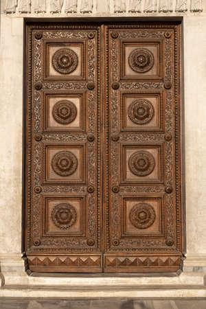 Old wooden door with ornaments Archivio Fotografico