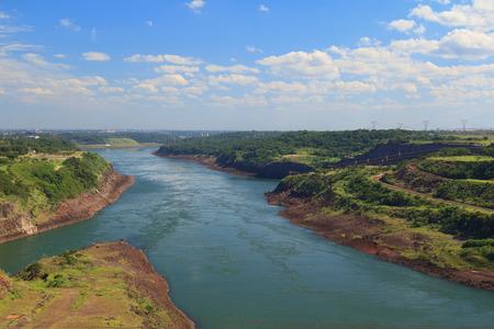 Paraguay: La rivi�re Parana entre le Br�sil, le Paraguay