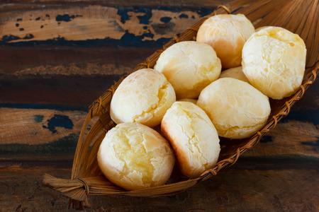 Brazilian snack pao de queijo   cheese bread  in wicker basket 免版税图像