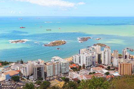 Panoramic view of Vila Velha, beach Praia da costa and  Praia da Sereia, blue sky, sea, ships, horizon, Vitoria,  Espirito Santo, Brazil 新闻类图片