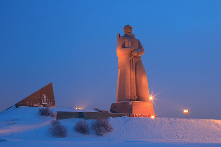 Monument Defenders of the Soviet Arctic during the Great Patriotic War  (Alyosha), winter night, Murmansk, Russia 免版税图像 - 35505428