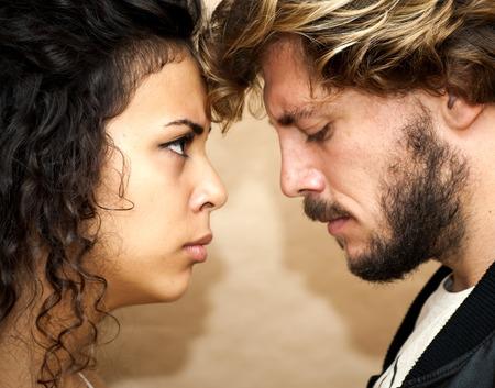 novios enojados: Hermoso retrato de una pareja de enamorados. Est�n enojados. Foto de archivo