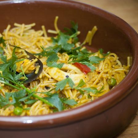 mediterrane k�che: Fideua noodles with seafood, Mediterranean cuisine Lizenzfreie Bilder