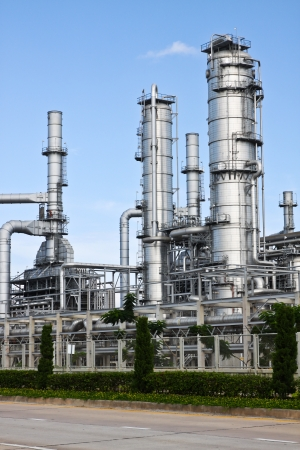 gas plant: Oil refinery