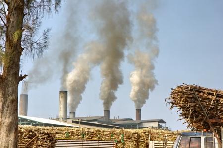 adverso: Fuentes contaminantes industriales y agr�colas est�n demasiado juntos. Causar efectos adversos en el ecosistema.