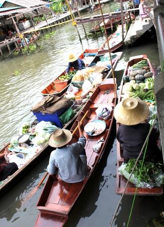 march� flottant: march? flottant Banque d'images