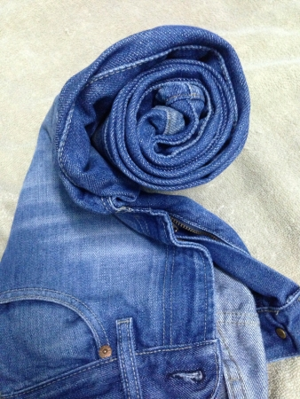 wear: Roll blue jeans