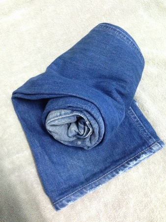 casual: Roll blue jeans