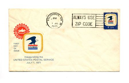 A 1971 vintage envelope with canceled US 8 cent stamp. Фото со стока