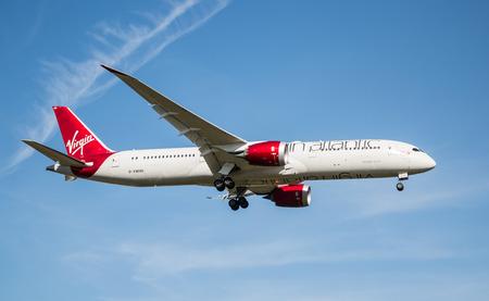 ロンドン、ヒースロー空港、イギリス - 2016 年 10 月 3 日: ボーイング 787 ドリームライナー ヴァージン ・ アトランティック航空のロンドン ・ ヒースロー空港に着陸