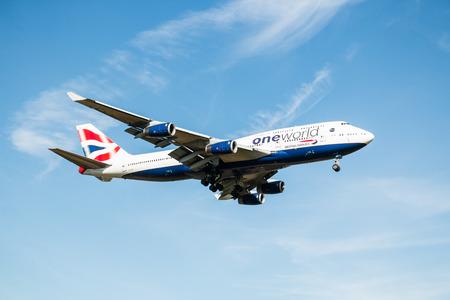jumbo jet: LONDON, HEATHROW, UK - 03 OCTOBER 2016: Boeing 747 Jumbo jet British Airways landing at London Heathrow Airport