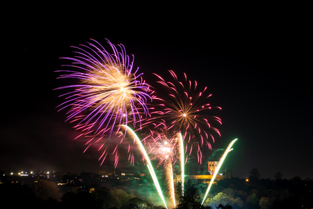 St. Alban, UK - November 03, 2018: Fireworks display in Verulamium Park as a part of celebration of Bonfire night. In the background St. Albans Cathedral. Редакционное