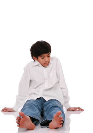 Twaalf jaar old boys zittend op de vloer, het deel van Azië - Scandinavische afkomst  Stockfoto - 4478750