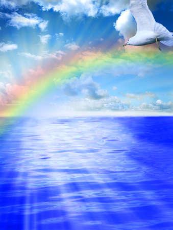 아름 다운 물과 하늘, 수평선 바로 위의 햇빛