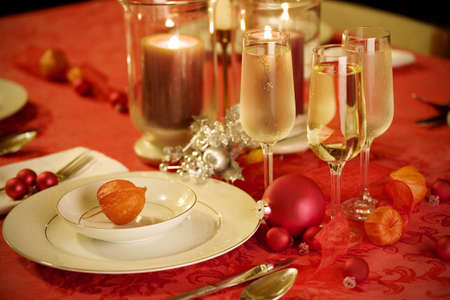 focal point: Elegant Christmas table setting in red and gold colors, with red Japanese lantern flower as focal point Stock Photo