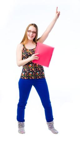 feeling positive: Una muchacha hermosa joven en movimiento y ella tiene sentimientos positivos
