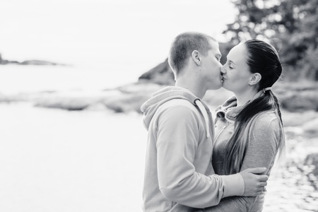 lovers kissing: Young lovers kissing and hugging each other, horizon format
