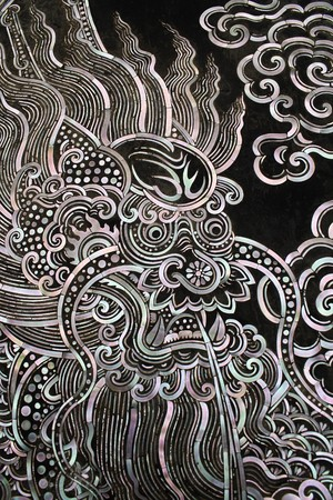 nobile: Arte di chiesa porta tradizionale stile thailandese con Drago chiness