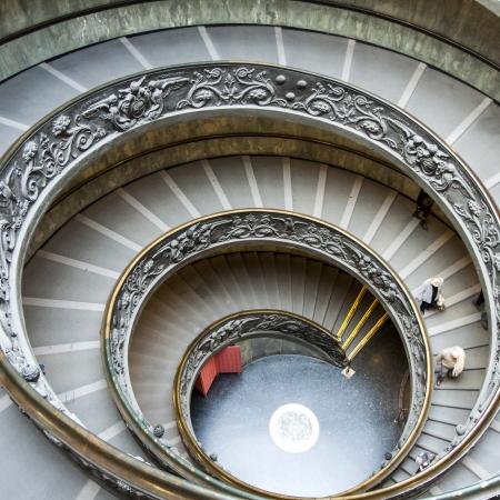 Beautiful circle stairs at Vatican Редакционное