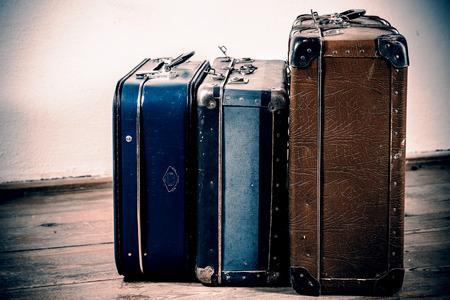 Krásné staré modré a hnědé kufry - retro styl