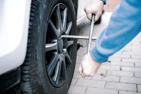 neumaticos: neum�ticos para autom�viles preparados para sustituir en un garaje