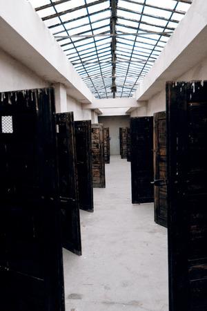 terezin: Porte delle celle in fortezza Terezin - Repubblica Ceca Editoriali