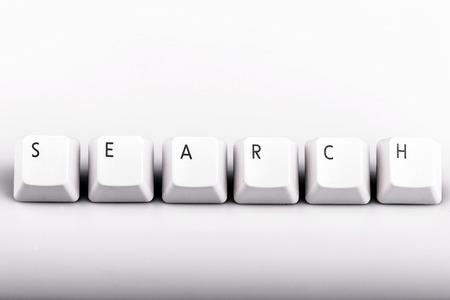 klawiatura: Szukaj słowo utworzone z klawiszy na klawiaturze komputera na białym tle z cienia Zdjęcie Seryjne