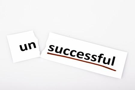 başarısız: başarısız kelime yırtık kağıt ve beyaz zemin üzerine başarılı olarak değiştirildi Stok Fotoğraf