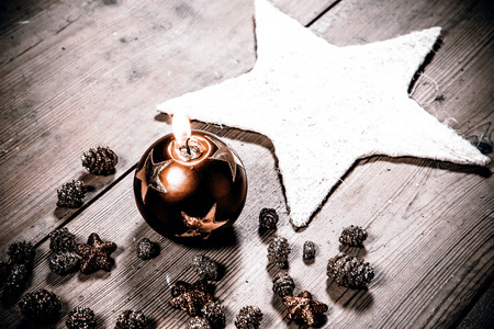 beautiful christmas decoration candle - on the wooden floor Stockfoto