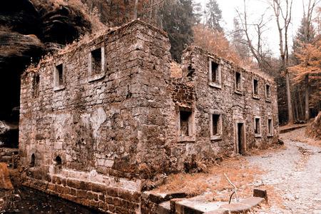 ceske: Old mill house in Czech Republic - Ceske svycarsko Stock Photo