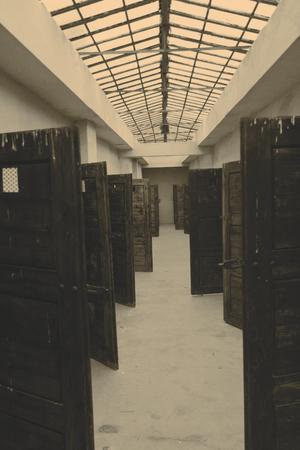 terezin: Porte delle celle in fortezza Terezin - Repubblica Ceca Archivio Fotografico