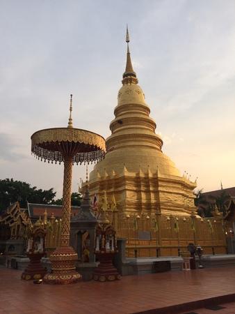 pra: Wat Pra Tad Hariphunchai, Lamphun, Thailand