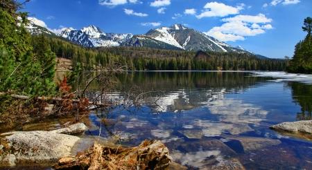 Strbske Pleso Lake Stbske Pleso en High Tatras montañas, Eslovaquia Foto de archivo