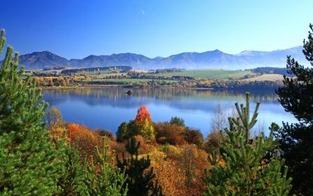 Liptovska Mara - waterbassin in de regio Liptov, Slowakije Stockfoto