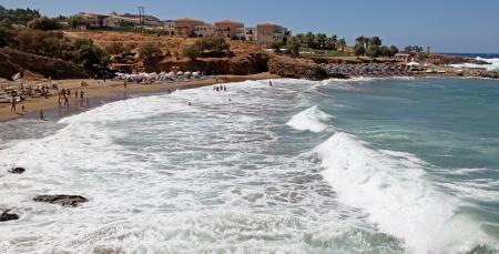 afflux: PANORMO, GR�CE - 9 septembre Beach � petit village de bord de mer � Panormo �le de Cr�te, le 9 Septembre 2013, � Panormo